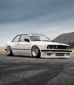 Ypu want ti slide a bit you can slide wit it👌 🚘 Cool Old Cars, Nice Cars, Bmw E30 M3, Bmw Classic, Tuner Cars, Hot Bikes, Bmw 3 Series, Car Wheels, Bmw Cars