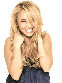 Hayden Panettiere has the most beautiful smile.