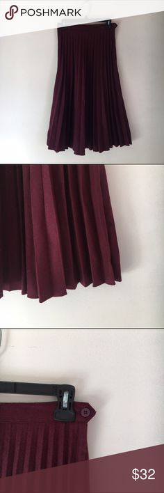 Vintage Oscar de la Renta wool pleated skirt If you're looking for a fall skirt, I gotcha one. This vintage beauty is a perfect staple. It's deep maroon color and pleasant pleats are a stunning addition to any wardrobe. It pairs beautifully with tights and oxfords or heels and can be worn as a high waisted skirt or a long skirt on the hips depending on your size. I have varied greatly enough in size over the past couple of years and have worn and loved it both ways. Sized at a 9 / 10, the…