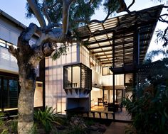 dig the varying degrees of transparency as it relates to privacy and accessibility. Bark Architects, queensland, queensland
