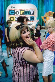 Ricki Lake (as Tracy Turnblad) in John Waters' Hairspray, 1988 Hairspray Costume, Hairspray Movie, John Waters Movies, Ricki Lake, Films Cinema, Black White, Great Films, Cosplay, Scene Photo