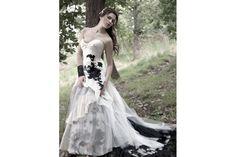Extravagance má jméno  Černé svatební šaty Šaty Pro Nevěsty 62ebbac2b6