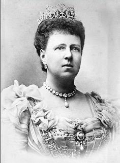 a larger, clearer image, courtesy of Wikipedia, of Maria Alexandrovna as Duchess of Sax Coburg Gotha, wearing the impresssive diamond tiara