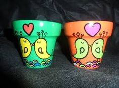 Resultado de imagen para dibujos para pintar macetas Flower Pot Art, Clay Flower Pots, Flower Pot Crafts, Clay Pot Crafts, Clay Pots, Pottery Painting, Ceramic Painting, Diy Painting, Flower Pot People