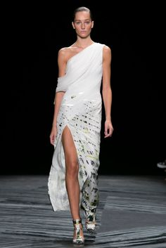A look from the J. Mendel Spring 2015 RTW collection.