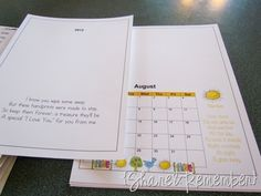 handprint calendar. L-O-V-E it!!! this will definitely be my go to Christmas present for parents :)