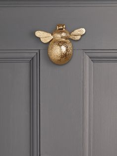 Solid Brass Bumble Bee Door Knocker by Cox & Cox. Door Knockers Unique, Brass Door Knocker, Diy Door Knobs, Kitchen Door Knobs, 3d Modelle, House Front Door, House Doors, House Windows, Composite Door