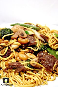 Beef and Vegetable Lo Mein. A quick and easy Chinese favorite with great flavors! substitute rice noodles for GF Beef Dishes, Pasta Dishes, Food Dishes, Main Dishes, Meat Dish, Asian Recipes, Beef Recipes, Cooking Recipes, Healthy Recipes