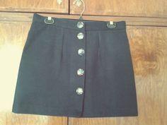 Falda negra con botones en paño ideal para este invierno