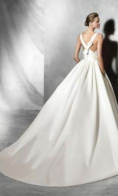 Pronovias Tami: buy this dress for a fraction of the salon price on PreOwnedWeddingDresses.com