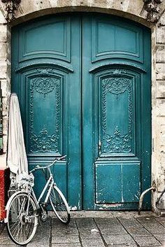 Бирюзовые двери / Turquoise doors