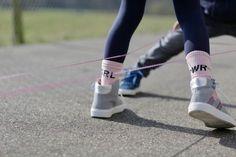 Gummitwist: drei Anleitungen für Hüpf-Einsteiger Tap Shoes, Dance Shoes, Childhood, Kids, Verse, Play, Outdoor, Kid Crafts, Old Games