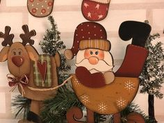 Christmas Wood, Christmas 2019, Christmas And New Year, Christmas Crafts, Wooden Pattern, New Year's Crafts, Country Paintings, Santa Ornaments, Santa And Reindeer