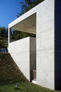 This distinctive concrete house was built in Carona, Switzerland, in 1989 to a design by the Swiss modernist Luigi Snozzi. Temporary Architecture, Concrete Architecture, Minimalist Architecture, Amazing Architecture, Architecture Design, Concrete Houses, Concrete Building, Concrete Board, Luigi Snozzi