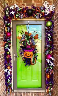 I hope I did not scare you, but are you decorated for Halloween? The spooky season has begun, and it is time to celebrate! A big part of Hallo Diy Halloween Door Decorations, Halloween Garland, Halloween Home Decor, Halloween Themes, Halloween Crafts, Halloween Door Wreaths, Halloween Front Doors, Halloween Porch, Halloween Season