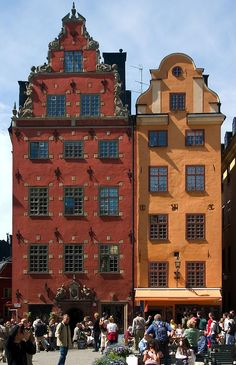 These coffee and chocolate houses were the first cafés to open in Stockholm. They are next to the old Stock Exchange building, which is now the Nobel Museum.
