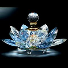 Tendance parfums agitare-kurzartik scent bottle in crystal lotus flower Crystal Perfume Bottles, Antique Perfume Bottles, Vintage Bottles, Blue Perfume, Car Perfume, Bottle Vase, Glass Bottles, Potion Bottle, Cristal Art