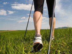 Si chiama Nordic Walking, in italiano camminata nordica, un nuovo modo di muoversi che si sta affermando anche nel nostro Paese e risulta efficace per la r