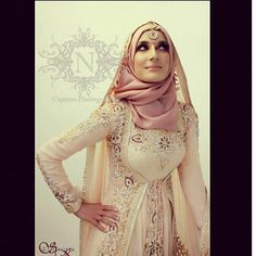 looks tight though but the design is pretty and I love how she draped another scarf on top of her hijab! Bridal Hijab, Hijab Bride, Islamic Fashion, Muslim Fashion, Beautiful Hijab, Beautiful Dresses, Muslim Gown, Kaftan, Turban