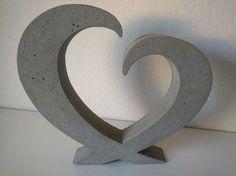 Beton Giessform - Stehendes HERZ   Höhe: 35 cm Breite: 39 cm Tiefe: ca. 6 cm  Wunschgrößen bitte auf Anfrage!  Auf den Bildern siehst Du einmal die zu erwerbende Form (das NEGATIV), einmal...