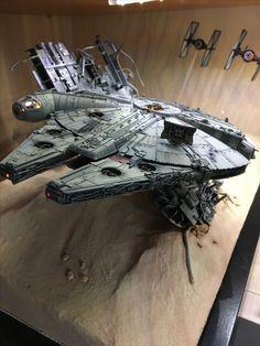 Faucon millenium et tie fighter Star Wars VII Star Wars Ships, Star Wars Art, Diorama Star Wars, Maquette Star Wars, Millennium Falcon Model, Han Solo And Chewbacca, Nave Star Wars, Mandalorian Cosplay, Star Wars Spaceships