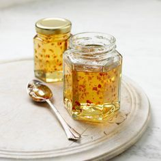 Ghost Pepper Jelly That Won't Melt Your Face Off: Chili Jelly in jars, spoon nearby Hot Pepper Jelly, Ghost Pepper Jelly Recipe, Hot Pepper Recipes, How To Make Chili, Jelly Recipes, Habanero Recipes, Top Recipes, Homemade Jelly, Protein Nutrition