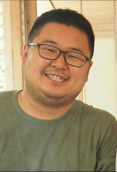 The chubby asian with glasses not pay