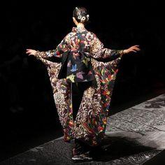 Absolutely stunning kimono at the JOTARO SAITO AW 2018 Show 👘🦋🌈✨ . Photo by: Lina Wolfe . . . #amazonfwt#fashionweek #tokyofashion #japan #japanesestyle #kimono #着物 #綺麗#ランウェイ #ファッションショー#撮影#和服 #jotarosaito
