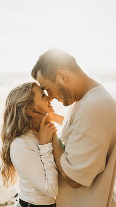 Couples Poses For Pictures, Cute Couple Poses, Couple Picture Poses, Couple Photoshoot Poses, Sweet Couple Pictures, Picture Ideas, Posing Couples, Couple Beach Photos, Couple Shoot