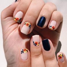 65 Pretty and Delicate Floral Nail Designs 2019 These trendy Nails ideas would gain you amazing compliments. Check out our gallery for more ideas these are trendy this year. Daisy Nail Art, Yellow Nail Art, Rose Nail Art, Daisy Nails, Floral Nail Art, Rose Nails, Flower Nails, Fall Nail Art Designs, Beautiful Nail Designs