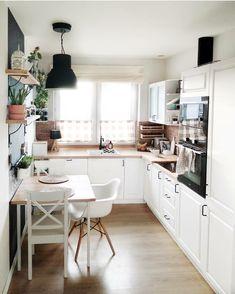38 creative small kitchen design and organization ideas 24 Home Decor Kitchen, Home Kitchens, Kitchen Ideas, Big Kitchen, Kitchen Designs, Small Kitchen With Table, Kitchen Furniture, Small Kitchen Inspiration, Wood Furniture