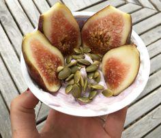 Simple & delish greek yogurt, pepitas & fresh figgy combo 😍 YUM #wellandthecity #greekyogurt #figs