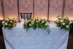 初夏の装花です。初入荷のひまわりをアクセントに、 ベニバナや実をいれての高砂装花。   どっさりのメインテーブル装花は、  最初はこんな感...