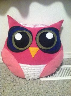 DIY Owl Pillow with Pattern  Great present to get a freind!  One thats a girl :P