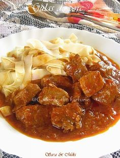 » Gulas de porcCulorile din Farfurie Romanian Food, Polenta, Curry, Goodies, Food And Drink, Ale, Cooking Recipes, Meat, Chicken