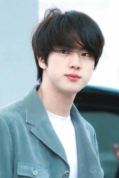 Kim Taehyung, a cute little bubbly innocent 23 years old guy who does… Seokjin, Foto Bts, Bts Taehyung, Bts Jungkook, Hoseok Bts, Fanfiction, Les Bts, Kim Jin, Wattpad