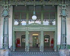 ► Otto Wagner - Hofpavillon  1898   L'Hofpavillon a servi à l'empereur et à ses hôtes ainsi qu'aux membres de la cour d'accéder au métro viennois. Le pavillon se trouve directement à côté de l'arrêt de métro léger des Hietzing et du palais de Schönbrunn.  Il est la propriété du Musée de Vienne.