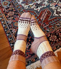Ravelry: Dotje..Sok pattern by Heleen Kok Knitting Socks, Hand Knitting, Knitting Patterns, Slipper Socks, Slippers, Yarn Projects, Sock Shoes, Cross Stitching, Mittens