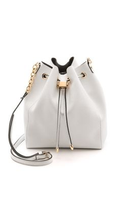 Adorable bucket bag for spring. Great price!