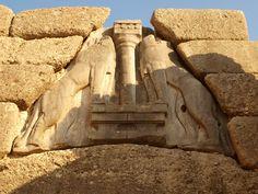 LA PORTA DEI LEONI MICENE: LA PORTA DEI LEONI(XIV SEC. A.C.).  La Porta si apre nella grande muraglia che cingeva la città di Micene e che secondo la leggenda fu costruita dei ciclopi... #art #history #porta #leoni #micene #creta