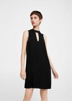 Šaty s výstřihem a skleněnými ozdobami   MANGO