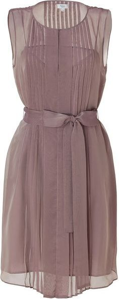 but pretty style.Hoss Intropia Antique Mauve Pleated Dress in Purple (mauve) - Lyst Pretty Outfits, Pretty Dresses, Beautiful Outfits, Cool Outfits, Fashion Outfits, Womens Fashion, Lady Like, Emerald Green Dresses, Mode Style