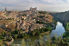 Toledo no es una ciudad nueva en Alpha Lyrae, pero en los últimos meses varios viajeros nos han pedido que volvamos a dedicarle una semana entera a esta preciosa localidad al sur de Madrid y por supuesto aquí está de nuevo. Vamos a disfrutarla de la mano de Vega descubriendo alguno de los atractivos turísticos que guarda para nosotros...¡¡empezamos!!