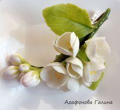 He encontrado este interesante anuncio de Etsy en https://www.etsy.com/es/listing/254113399/pinza-de-pelo-con-flores-accesorios-flor