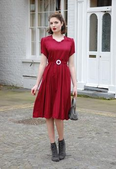 Adorable 1940's Wartime Dress With Button Back