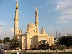 Mosques | The UAE's most famous mosque, with the modern downtown in the ...