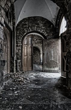 abandoned castle:   http://www.flickr.com/photos/46119198@N02/5352954936/sizes/l/in/pool-1251471@N22/
