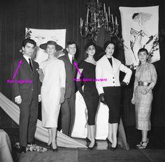 """Karl Lagerfeld antes de se tornar o """"kaiser da moda"""": na lista de indicados ao prêmio Woolmark. Não só Lagerfeld um dia esteve na lista dos indicados, Yves Saint Laurent também sentiu a ansiedade pela espera do prêmio – os dois levaram os títulos para casa no mesmo ano: 1954. E não fosse a legenda na foto, quem reconheceria o primeiro mocinho ali abaixo?"""