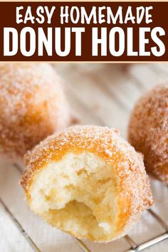 The tastiest homemade donut holes ready in about 30 minutes with no rolling or yeast to deal with. Breakfast is served! The post Homemade Donut Holes appeared first on Daisy Dessert. Doughnuts Recipe No Yeast, Quick Donuts Recipe, Mini Donut Recipes, Homemade Baked Donuts, Homemade Doughnut Recipe, Deep Fried Mini Donut Recipe, Vegan Donut Recipe, Baked Donut Holes, Gourmet