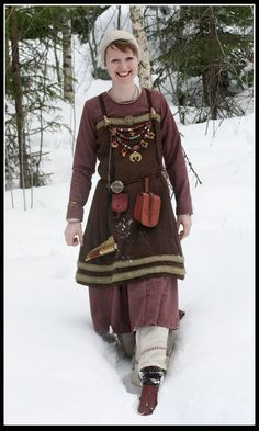 As with many aspects of Viking-age material culture, our knowledge of Viking-era clothing is fragmentary. The Viking people left few images and little in the way … Viking clothes were made … Viking Garb, Viking Reenactment, Viking Dress, Viking Costume, Viking Tunic, Norse Clothing, Medieval Clothing, Medieval Pants, Woman Clothing